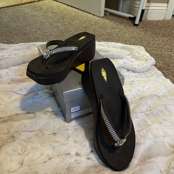 Volatile size 8 sandal